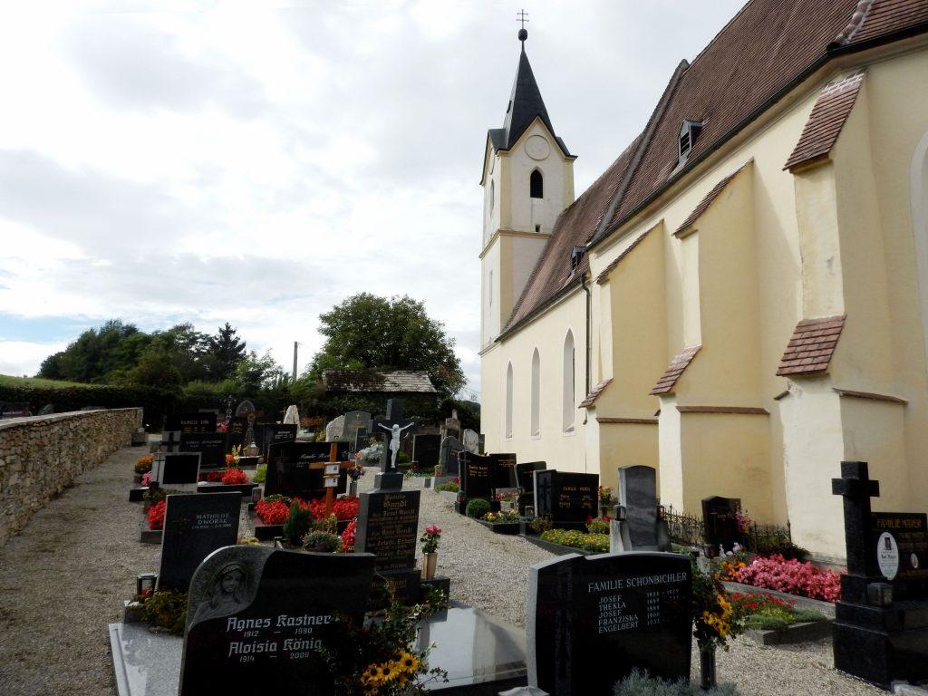Pfarrkirche Zelking mit Friedhof